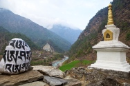 Mani stones and a large stupa close to the Dudh Kosi river on the trail from Lukla to Phakding